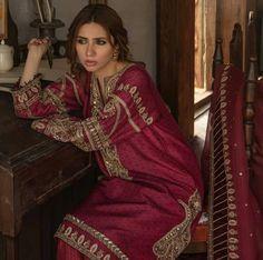 Mahira Khan in Zara Shahjahan Pakistani Designer Suits, Indian Designer Wear, Pakistani Outfits, Indian Outfits, Dress Design Sketches, Dress Designs, Fashion Sketches, Bridal Mehndi Dresses, Bridal Lehenga