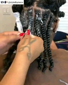 How does makes these flat twist look so easy 😍❤️😍❤️ Have u mastered this technique or are your fingers still confused on this one. Comment below👇🏾 . You can achieve this look with the Hydratherma Naturals Aloe Curl Enhancing Twisting Cr Flat Twist Styles, Flat Twist Out, Twist Outs, Big Braid Styles, Kinky Twist Styles, Flat Twist Updo, Twist Ponytail, Rope Twist, Twist Braids