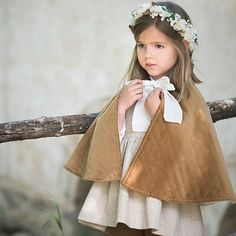 Damitas para invierno con capa... una idea tan dulce!!! B Flower Girls, Flower Girl Dresses, Page Boy, Children's Place, Hair Inspiration, Baby Kids, Little Girls, Wedding Dresses, Floral