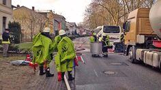 Parchim: Beschädigte Tanks lösten Säureunfall aus.- Feuerwehr im Einsatz https://www.ndr.de/nachrichten/mecklenburg-vorpommern/Aetzend-Schwefelsaeure-Unfall-in-Parchim,schwefelsaeure102.html