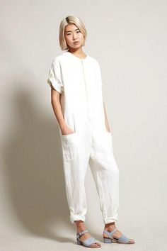 Perfect White Linen Pants Outfit For Summer and Spring - Fashionetter Jumpsuit With Sleeves, White Jumpsuit, Jumpsuit Dressy, Pant Jumpsuit, Salopette Short, Smart Casual Women, Look Street Style, Boiler Suit, Modest Clothing