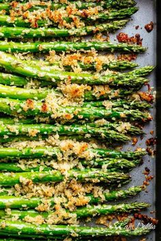 Crispy Garlic Parmesan Asparagus Garlic Butter Asparagus with Crispy Parmesan has so much flavour! The perfect crispy and crunchy side dish OR snack! Topped with a buttery Panko crumb mixture with parmesan cheese and. Side Dish Recipes, Veggie Recipes, Vegetarian Recipes, Cooking Recipes, Healthy Recipes, Holiday Vegetable Recipe, Esparagus Recipes, Christmas Vegetable Dishes, Christmas Side Dishes