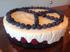 Kjøkkenglede: Yoghurtkake med oreo og bær