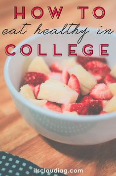It is possible to eat healthy in college! Here my tips on how to eat healthy in college with a budget and stay fit + some recipe and food ideas you can cook on your own college dorm room! Clean eating can be delicious too. Super fast and easy recipes! Healthy Snacks, Healthy Recipes, Eat Healthy, Healthy College Food, Healthy Tips, Clean Eating College, Frugal Recipes, Oats Recipes, Protein Snacks