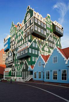 Inntel Hotel in Zaandam is en opvallnd ontwerp van WAM architecten Zaandam met vooral veel Zaans groen. (1994)