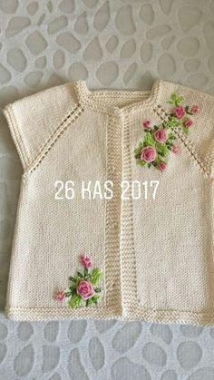 - lino cordón tejido a mano. Baby Boy Knitting Patterns Free, Baby Cardigan Knitting Pattern, Knitting For Kids, Baby Patterns, Baby Knitting, Embroidery On Kurtis, Kurti Embroidery Design, Baby Embroidery, Crochet Baby Sweaters