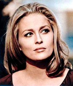 Dorothy Faye Dunaway, Pi Beta Phi, and American actress. She won an Academy Award for Best Actress for her performance in the 1976 film Network. Faye Dunaway, Kirk Douglas, Timeless Beauty, Classic Beauty, Divas, Kathleen Turner, Isabella Rossellini, Actrices Hollywood, Diahann Carroll