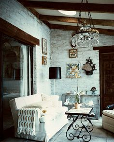 exposed brick, good bones - love the table