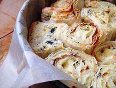 Слоёный пирог из лаваша с сыром и зеленью — гениальная простота!