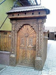 Wooden Gates, Door Gate, Entrance Gates, My Land, Folk Music, Door Knockers, Bavaria, Wood Carving, Traditional Art