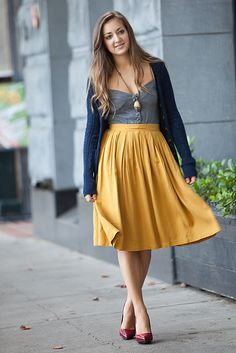yellow midi skirt, love her styling