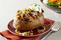 Our Baked Potato Tacos recipe is a simple twist on a family favourite. Tender baked potatoes get topped with all of your favourite taco fixings for a quick and easy entrée. Pot Roast Recipes, Potato Recipes, Beef Recipes, Mexican Food Recipes, Kraft Recipes, Guacamole Salsa, Mexican Chef, Best Side Dishes, Main Dishes
