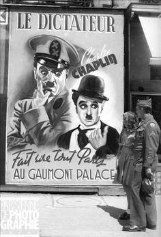 """Affiche du film de Charlie Chaplin """"Le Dictateur"""", réalisé en 1939-1940, lors de sa sortie à Paris, après la guerre. LAP-36297 .  © LES ARTISTES ASSOCIES"""