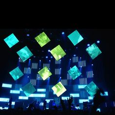 By using LED screens at this Radio head concert, the visuals appear to be compared to the visual mapping used behind the band. Stage Lighting Design, Stage Set Design, Church Stage Design, Bühnen Design, Event Design, Radiohead, Plateau Tv, Concert Stage Design, Kids Restaurants
