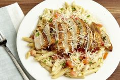 This Copycat Chili's Cajun Chicken Pasta Will Get You Out Of Your Dinner Rut: It's got just the right amount of smokey spice. Chilis Cajun Chicken Pasta, Chicken Pasta Recipes, Chicken Salad, Turkey Recipes, Dinner Recipes, Restaurant Recipes, Copycat Recipes, Pasta Dishes, Pasta Food