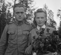 """""""A wedding on the battlefront, Lembolovo (Lempaala), 1942 """" The groom is Staff sergeant Viljo Salin, and the bride is Paula Tuominen, a member of the auxiliary paramilitary organization Lotta Svärd. The wedding ceremony took place in a barrack. Military Love, Military Service, Finnish Civil War, History Of Finland, Night Shadow, Vintage Couples, Staff Sergeant, Women In History, Mother And Child"""