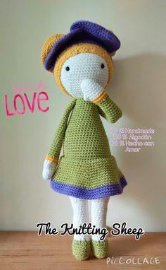 100% Handmade crochet amigurumi Violet Flower. On sale by The Knitting Sheep Facebook. Amigurumi tejido a mano, en ganchillo.