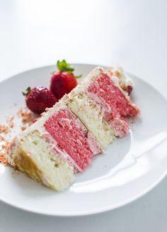 Cake by Courtney: Summer Inspired Strawberry Crunch Cake - Strawberry crunch cupcakes - Strawberry Crunch Cake, Strawberry Filling, Freeze Dried Strawberries, Frozen Chocolate, Vanilla Cake, Vanilla Buttercream, Cookie Crumbs, Icecream Bar, Cake Board
