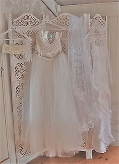 Pretty clothes for my Shabby chic room! Vintage Gowns, Vintage Lace, Vintage Outfits, Vintage Clothing, Elie Saab, Pink Gowns, Pearl And Lace, Linens And Lace, Textiles