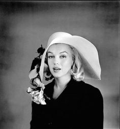Marilyn Monroe - I didn't know she looked so good in a hat!