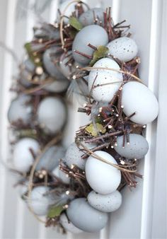 Easter egg wreath I húsvéti koszorú Hoppy Easter, Easter Eggs, Spring Crafts, Holiday Crafts, Holiday Ideas, Paper Mulberry, Diy Ostern, Easter Celebration, Easter Holidays