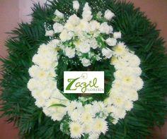 Corona fúnebre mediana Funeral arrangements & crowns in Cancún. Delivery service. www.floreriazazil.com #cancunflorist #Funeral crowns #floreriasencancun #coronasfunebres