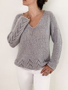 Ravelry The Evermore Sweater Pattern By Sabina Harnage # ravelry the evermore sweater pattern von sabina harnage # ravelry le modèle de pull evermore par sabina harnage Sweater Knitting Patterns, Knit Patterns, Free Knitting Patterns For Women, Winter Sweaters, Sweaters For Women, Women's Sweaters, Ravelry, Cashmere Color, Knit Crochet