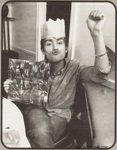 Damon Albarn with a Stone Roses album Damon Albarn, Blur Band, All Bran, Jamie Hewlett, Mike Shinoda, British Boys, Britpop, Music Memes, Tank Girl