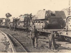 Original photo of Nashorns being transported by rail on the Eastern Front
