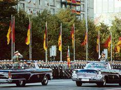 Der Tschaika G14 als Cabrio bei einer Parade zum 34. Jahrestag in der DDR im Jahre 1983.