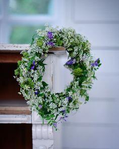 Suven suloisuutta ihanat ystävät 🏡🌿 Härlig Midsommar söta vänner 🌿 Have a lovely Midsummer my friends 🌿 #juhannus #juhannusaatto… Summer Goals, Simple Living, Flower Power, Floral Wreath, Bloom, Wreaths, Green, Flowers, Instagram