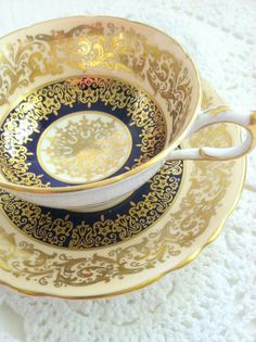 4:00 Tea... Paragon - Teacup and Saucer with center medallion - English c.1950's:
