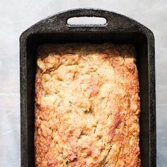 Banana Bread in cast iron loaf pan, closeup, top view Paleo Zucchini Recipes, Healthy Eating Recipes, Delicious Recipes, Bread Recipes, Soup Recipes, Dinner Recipes, Dessert Bread, Paleo Dessert, Gluten Free Banana Bread
