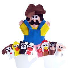 """Fantoche Cantiga """"Seu Lobato tinha um sítio""""    ITENS: 1 FANTOCHE: Seu Lobato e 8 DEDOCHES: vaca, galinha, cachorro, pato, cavalo, ovelha, gato e porco. Veja a LETRA DA CANTIGA. Valor referente à 9 itens.    DIMENSÕES: 25 x 30 cm, em média o fantoche e 5 x 8 cm, em média o dedoche.  MODELO: Fanto..."""
