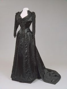 Worth dress of Empress Maria Feodorovna, 1880's From the State Hermitage Museum