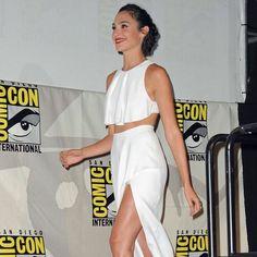 ffffdc9726ca1 The new Wonder Woman wearing head to toe Cushnie et Ochs Resort 2016 Ashley  Graham