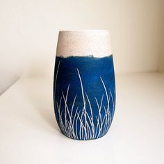 Ceramic Teal Blue Grass Pod Vase by lovebugkiko on Etsy cyanotype style decor Ceramic Decor, Ceramic Design, Ceramic Clay, Ceramic Vase, Ceramic Pottery, Sgraffito, Ceramic Techniques, Pottery Techniques, Painting Techniques