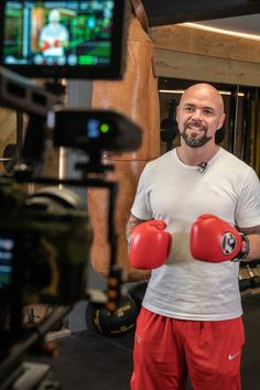 Another fun filled shoot wrapped🎬🎥This time working with PT and Boxing Coach PUMP + FLEX🥊 on some Boxing training and fitness videos for his forthcoming Youtube channel.