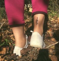 HAKUNA MATATA It means no worries for the rest of your days❤️ Don't worry, everything will be alright in the end. #hakunamatata #tattoo #smalltattoo