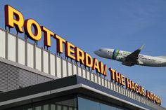 Rotterdam The Hague Airport (Het voormalige vliegveld Zestienhoven) zie je liggen langs de A13.
