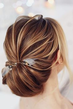 18 Gorgeous Wedding Bun Hairstyles ❤ See more: http://www.weddingforward.com/wedding-bun-hairstyles/ #weddings #hairstyles #BunHairstylesLow
