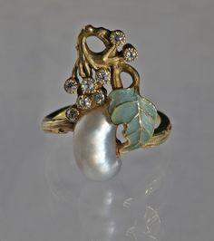 Art Nouveau Exceptional Ring France, c. 1900.