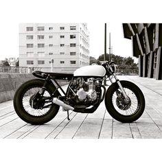 "@caferacertimes's photo: ""Black & White CB ⚪⚫ #caferacer #honda #custom #motorcycle #caferacertimes"""