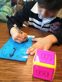 Ideas for learning how to tell time. http://tunstalltimes.blogspot.com.es/2013/11/activities-like-with-freebie-too.html?utm_source=feedburner