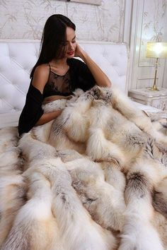 Fur Bedding, Fur Accessories, Fur Blanket, Fur Throw, Soft Blankets, Fur Coats, Dream Bedroom, Pretty Woman, Exotic