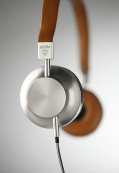 Headphones in leather and aluminum by Aedle
