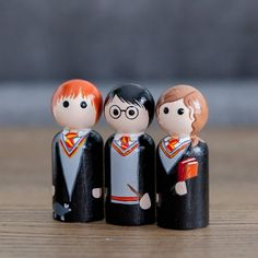 You'll love this trio! Can be used as a toy or as a fun decoration. Each trio peg is about 2 inches tall. Wood Peg Dolls, Clothespin Dolls, Doll Crafts, Diy Doll, Little Girl Crafts, Harry Potter Dolls, Anniversaire Harry Potter, Harry Potter Christmas, Wooden Pegs