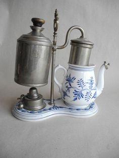 alte Kaffeemaschine Porzellan Zwiebelmuster mit Metallmontur und Brenner (KD)…