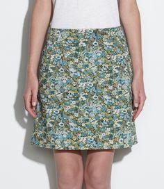 Falda de APC en tela de liberty de flores en tonos verdes. Es una pieza muy simple pero es un fondo de armario. De corte sencillo y largo normal, no encontraras otras faldas con tanta vida. Ademas viene con una camisa a juego .. next pic!!