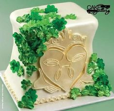 Saint Patrick's Day is coming, but it's a rare treat to find a cake as elegant as this Claddagh de...